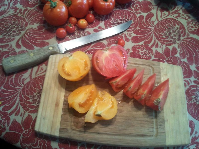 Slicedtomatoes