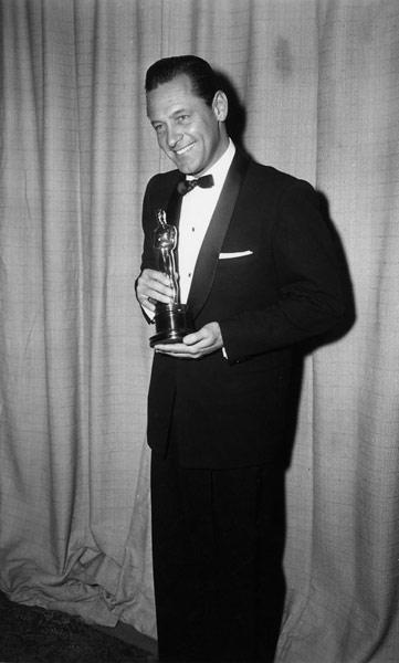 1954_03_actor_holden_big